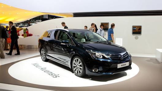 Новые Toyota Avensis и Prius дебютировали во Франкфурте