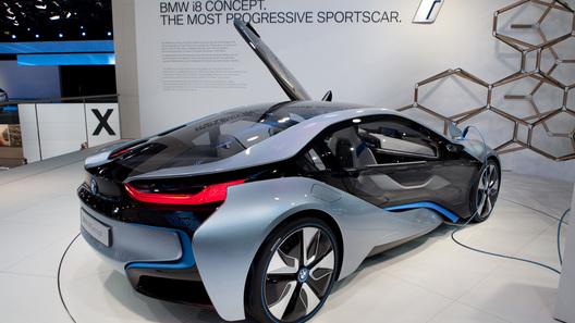 Гибридный BMW i8 получит 3-цилиндровый бензиновый двигатель