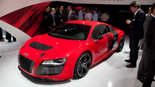 Электрокупе Audi R8 e-tron сделало шаг к конвейеру