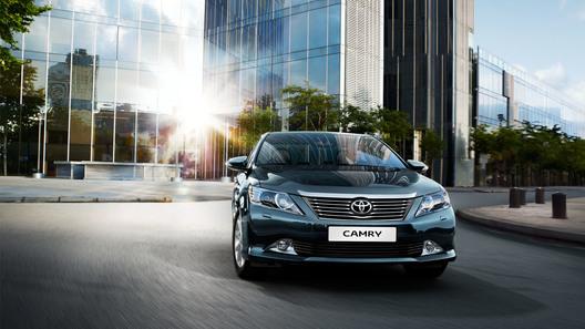 Toyota назвала цены на новое поколение Camry в России