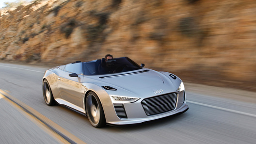 Audi продемонстрировала гибридный родстер e-Tron Spyder