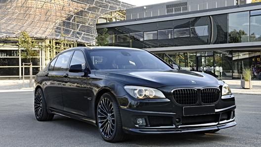 Представительский седан BMW наделили характером суперкара