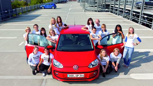 В Volkswagen up! поместилось 16 человек