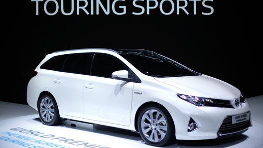 Представлен гибридный универсал Toyota Auris Touring Sports