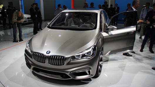 BMW привез в Париж первый переднеприводный автомобиль