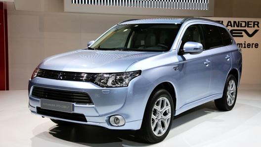 Гибридный Mitsubishi Outlander появится в России в начале 2013 года