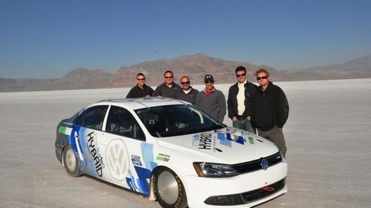 Volkswagen Jetta Hybrid побил мировой рекорд скорости