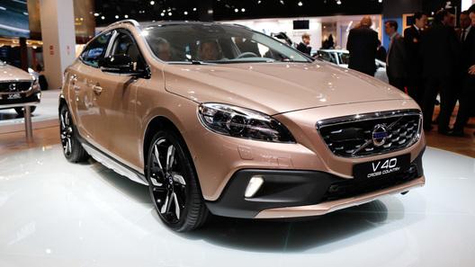 Volvo привезет в Россию новый кроссовер V40 Cross Country