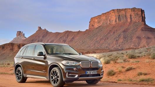 Новое поколение BMW X5 решило взять количеством
