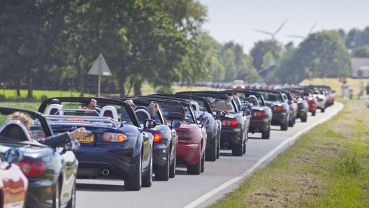 683 родстера в одной колонне: MX-5 и АвтоВести ставят мировой рекорд