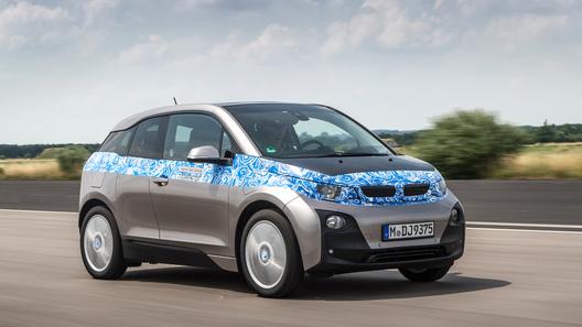 Электромобиль BMW сможет общаться с водителем на расстоянии