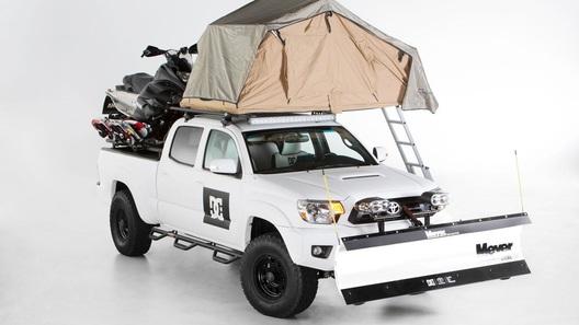 Toyota построила пикап с палаткой на крыше