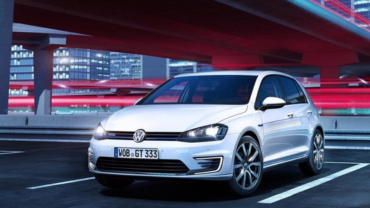 В семействе хот-хэтчей VW появился гибрид