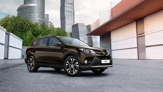 Покупателям кроссовера Toyota RAV4 предложили новые опции