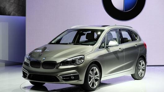 BMW показала в Женеве свою первую модель с передним приводом