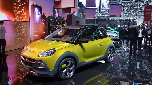 Opel разогрел и приподнял малыша Adam