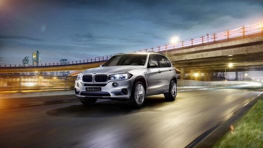 BMW покажет в Нью-Йорке предсерийный гибрид X5