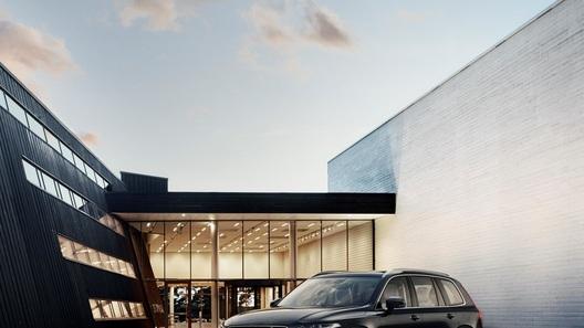 Volvo объявила цену нового XC90 в России