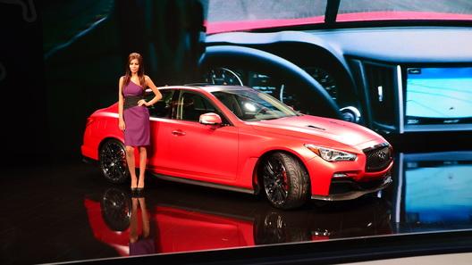 Infiniti провела на Московском автосалоне две российских премьеры
