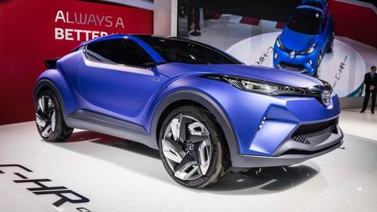 Toyota показала в Париже прототип нового кроссовера