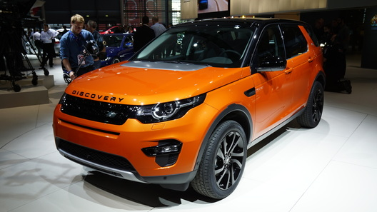 Land Rover довез до Парижа новый Discovery Sport