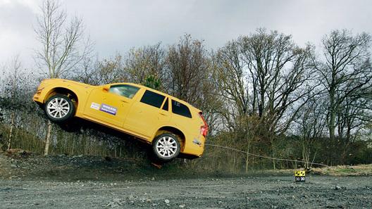 Volvo устроил краш-тест нового XC90 и придорожной канавы