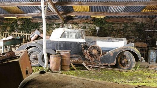 100 раритетных автомобилей найдены брошенными в старом поместье