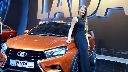 Самые красивые девушки Московского автосалона