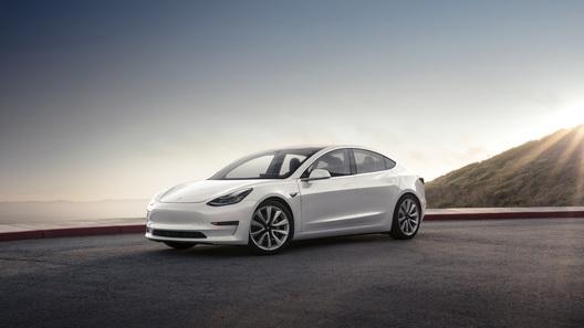 Выгнанный из Tesla технолог обвиняет компанию в обмане