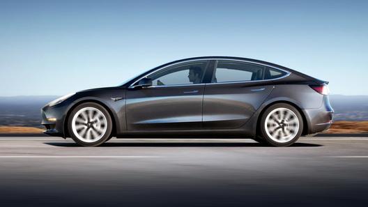 Tesla представит полноприводную