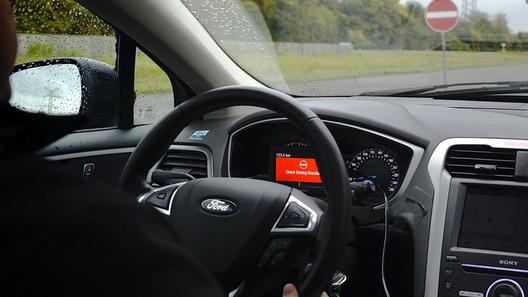 Ford поможет водителю не выехать на встречку