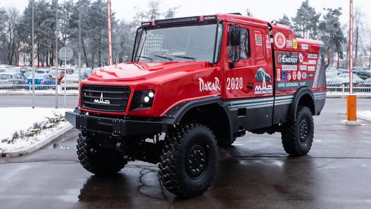МАЗ представил новый гоночный грузовик для