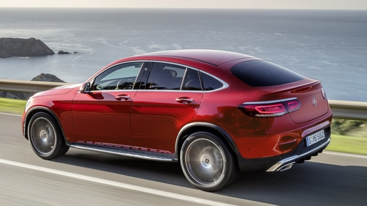 Объявлены российские цены обновленного Mercedes-Benz GLC Coupe