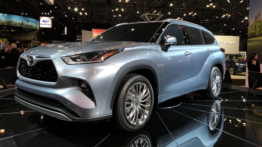Toyota представила новое поколение Highlander