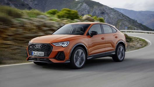 Audi представила новый купеобразный кроссовер Q3 (видео)
