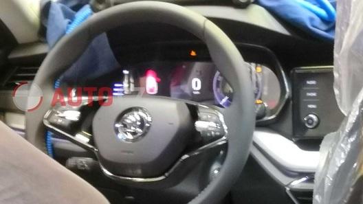 Появились первые фото интерьера новой Skoda Octavia
