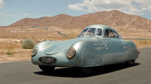 На аукционе не смогли продать самый первый в мире Porsche: оказалось дешево