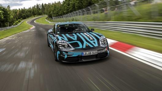 Под натиском Porsche Taycan пал теперь и рекорд