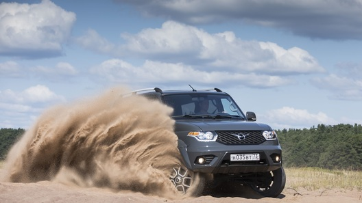 В России стартовали продажи УАЗ Патриот с АКП: комплектации и цены