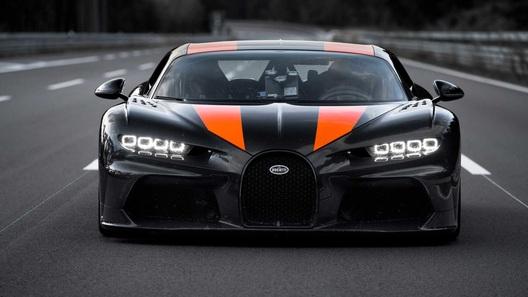 Разогнавшись почти до 500 км/час, Bugatti Chiron стал самым быстрым в мире