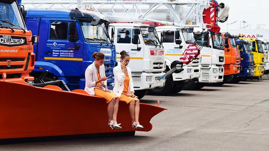 Девушки грузового автосалона Комтранс-2019