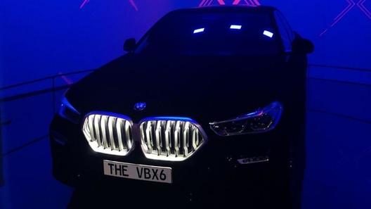 BMW показала живьем новый X6, который чернее ночи