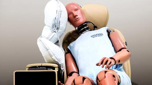 Hyundai выпустила новую подушку, чтобы водитель и пассажир не бились головами