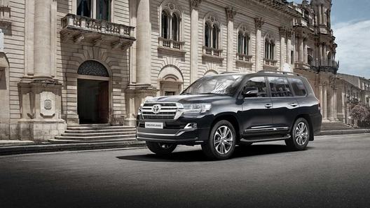 На российский рынок вышел обновленный Toyota Land Cruiser. С секретом