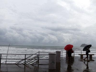 Из-за угрозы урагана BP эвакуирует рабочих со своих плавучих платформ