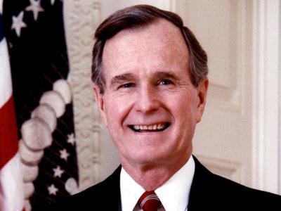 Еще одна жертва президента: Буша-старшего вновь обвинили в домогательствах