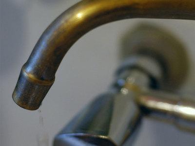 Должник по ЖКХ хотел взорвать коммунальщиков за отключение воды