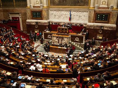 Парламент Франции утвердил продление режима ЧП