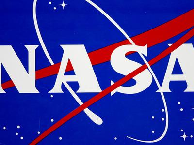 НАСА хочет доставлять астронавтов на МКС без помощи Роскосмоса