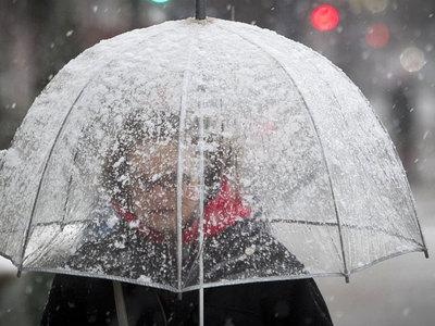 Москвичей предупредили о сильном ветре и мокром снеге
